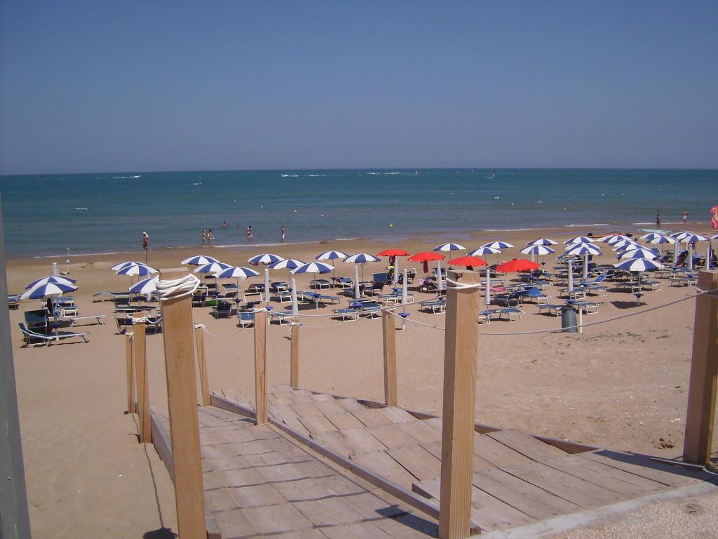 Hotel residence alga blu sul mare vieste for Hotel barcellona sul mare