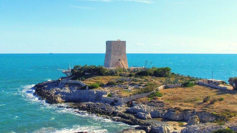 La torre di Porticello e la cava della baia della Tufara