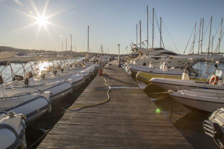 Marina Vieste: Ormeggio e noleggio gommoni nel porto di Vieste