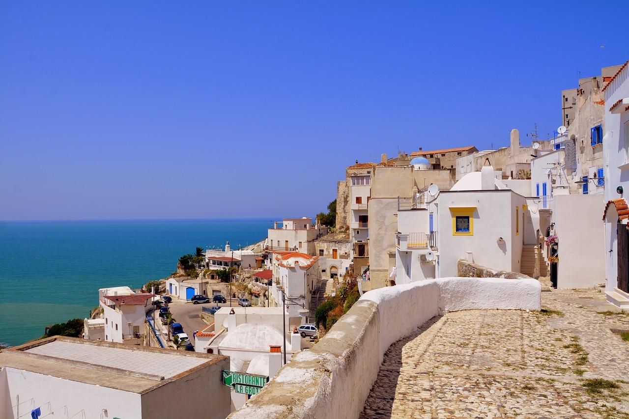 Cartina Puglia Grecia.Viaggio Ad Oriente Un Ponte Culturale Dalla Puglia Alla Grecia Vieste
